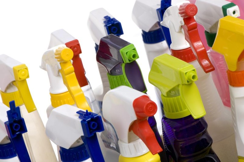 green-cleaning-spray-bottles